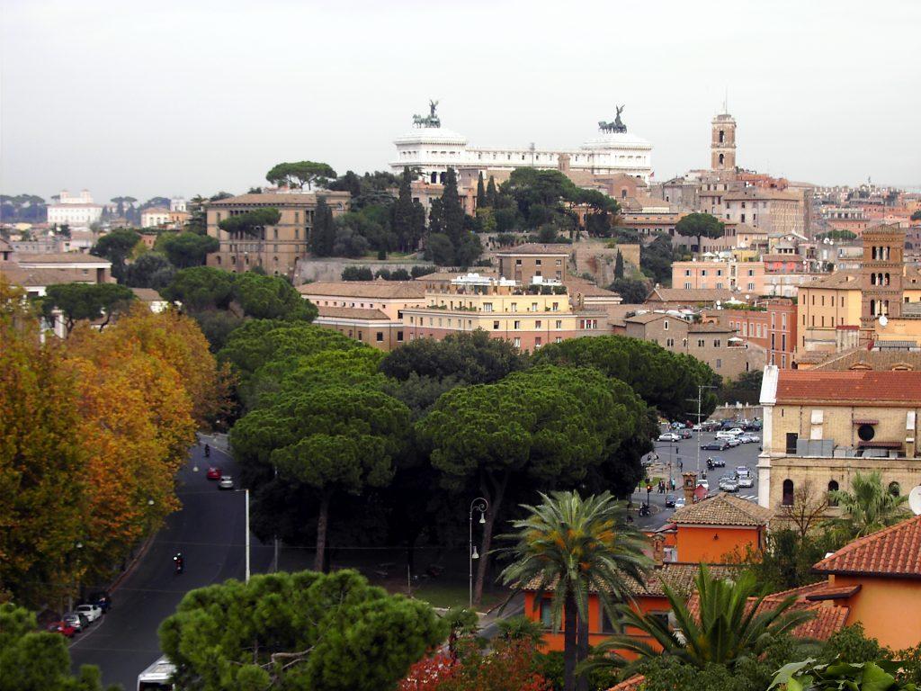 Blick auf Rom, Pinien und das Nationaldenkmal