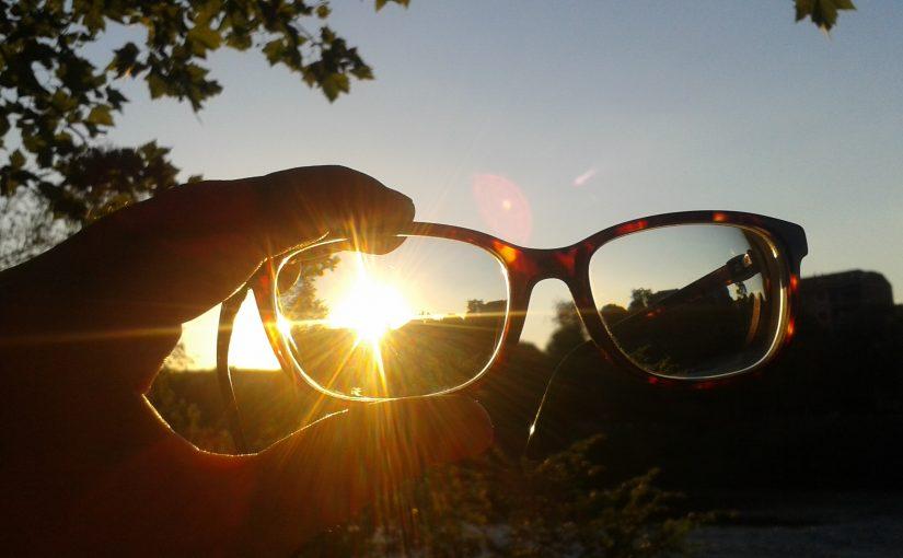 Brille im Sonnenuntergang